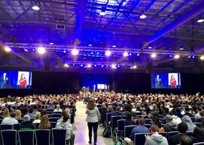 Speaking at the National Achievers Congress in Sydney right before Tony Robbins 1/4